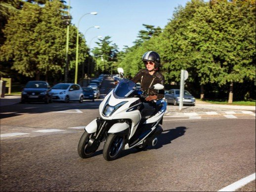 110413-yamaha-tricity-concept-action-03