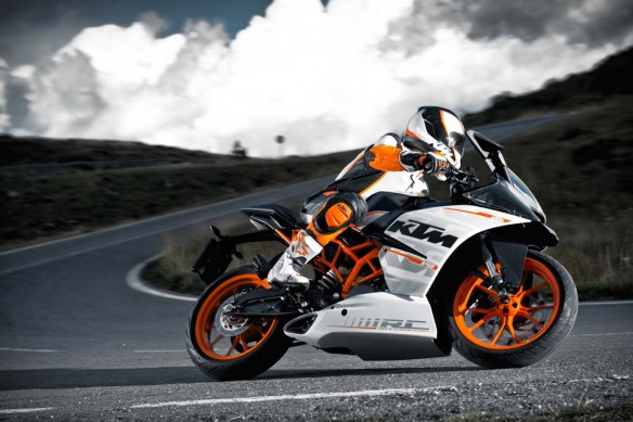 110513-2014-ktm-RC 390 action_2