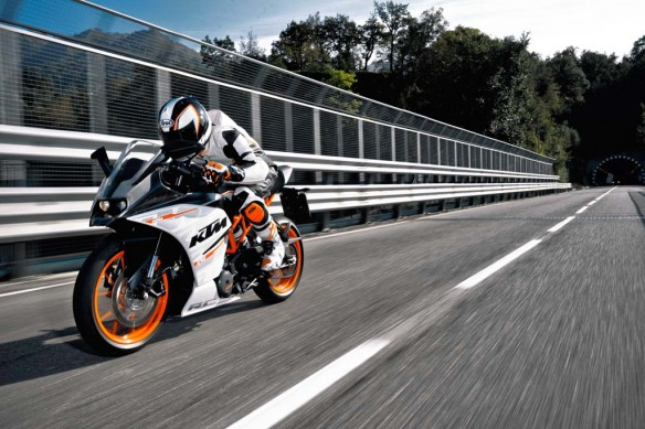 110513-2014-ktm-RC 390 action_3