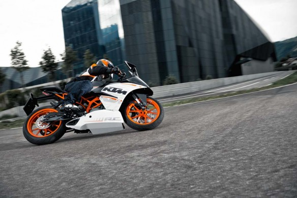 110513-2014-ktm-RC 390 action_5