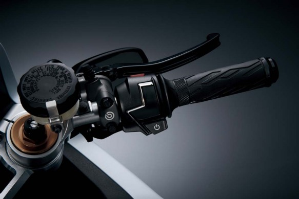 112713-suzuki-recurusion-turbocharged-concept-11-right-handlebar