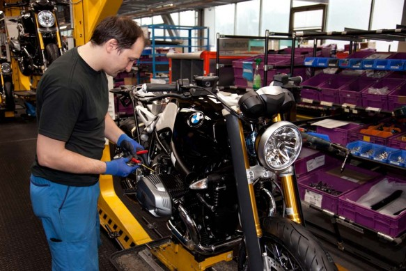 120313-2014-bmw-r-ninet-production-06