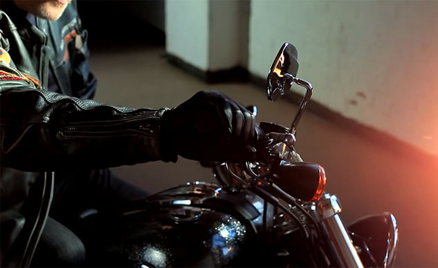 121713-harley-davidson-silent-night-screencap-f