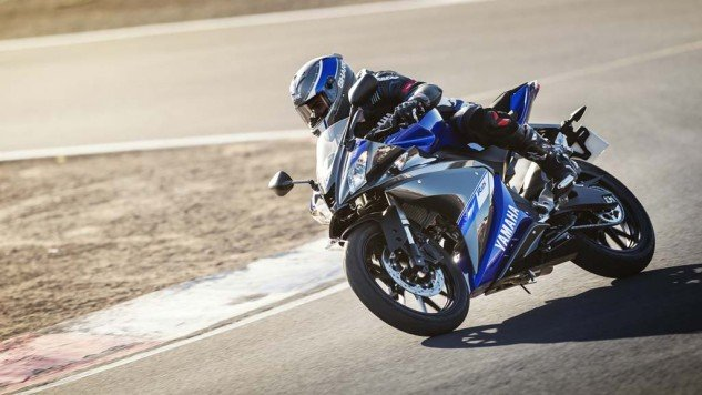 021414-2014-Yamaha-YZF-R125-EU-Race-Blu-Action-001