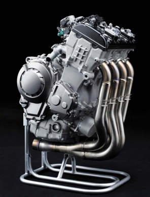 050614-2015-kawasaki-ninja-zx-10r-11-engine-right