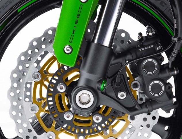 050614-2015-kawasaki-ninja-zx-10r-abs-30th-anniversary-05-brake-close-up