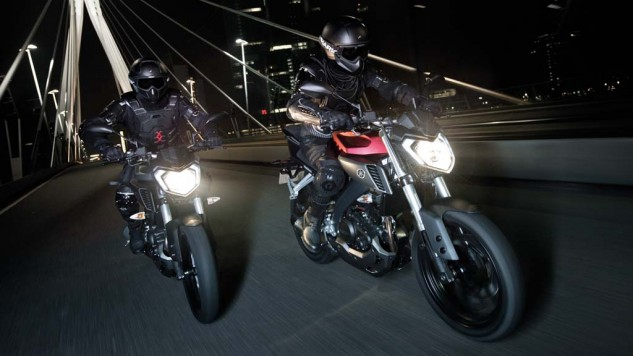 050714-2014-Yamaha-MT125-EU-Anodized-Red-Action-006
