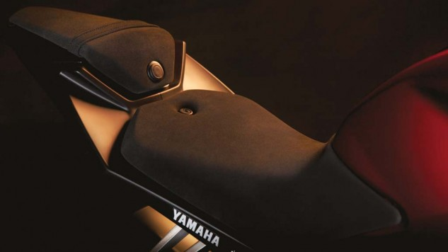 050714-2014-Yamaha-MT125-EU-Anodized-Red-Detail-002