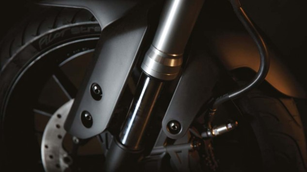 050714-2014-Yamaha-MT125-EU-Anodized-Red-Detail-013