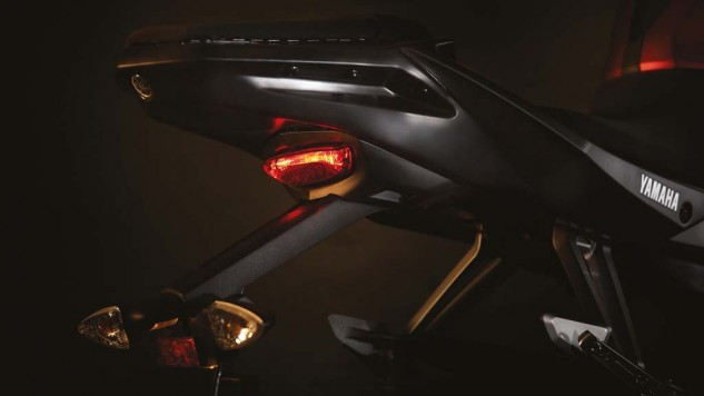 050714-2014-Yamaha-MT125-EU-Anodized-Red-Detail-016