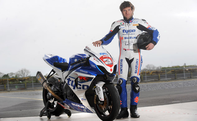 GUY_MARTIN_IN_TYCO_SUZUKI_COLOURS_0022