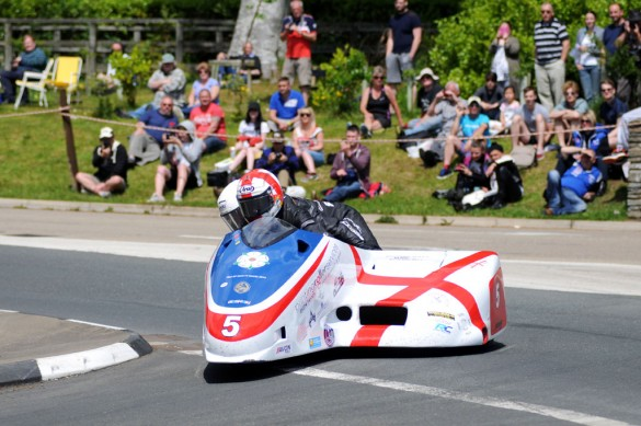 060214-harrison-aylott-iomtt-sidecar-one-2-final-lap