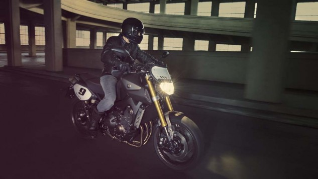 061114-2014-yamaha-mt09-street-tracker-eu-matt-grey-action-001