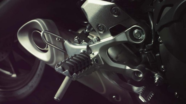 061114-2014-yamaha-mt09-street-tracker-eu-matt-grey-detail-002