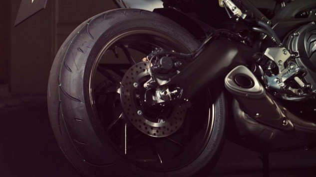 061114-2014-yamaha-mt09-street-tracker-eu-matt-grey-detail-003