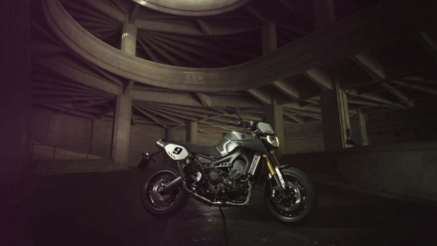 061114-2014-yamaha-mt09-street-tracker-eu-matt-grey-static-002