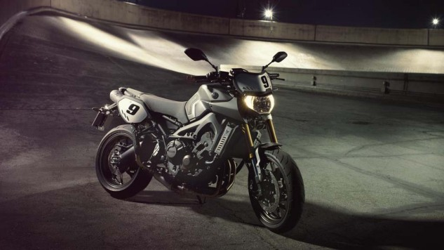 061114-2014-yamaha-mt09-street-tracker-eu-matt-grey-static-003