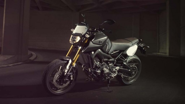 061114-2014-yamaha-mt09-street-tracker-eu-matt-grey-static-006