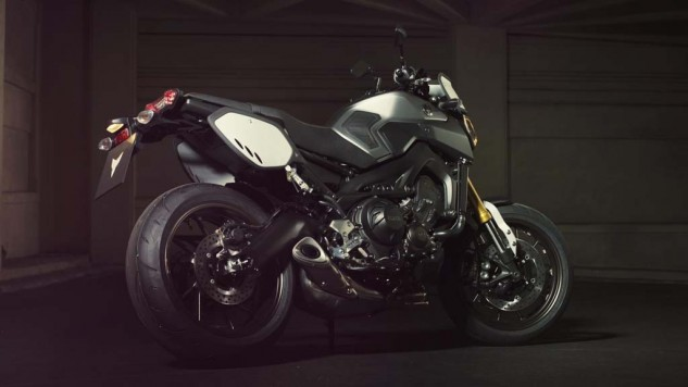 061114-2014-yamaha-mt09-street-tracker-eu-matt-grey-static-007