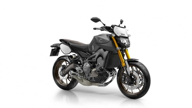 061114-2014-yamaha-mt09-street-tracker-eu-matt-grey-studio-001