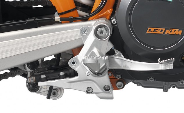 061214-2014-ktm-690-enduro-r-foot-brake-lever