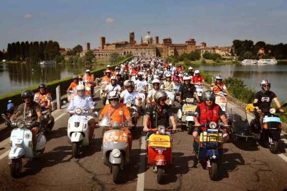 061614-vespa-world-days-parade-01