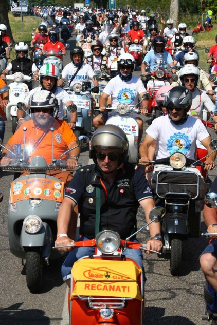 061614-vespa-world-days-parade-03