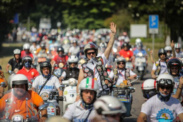 061614-vespa-world-days-parade-04