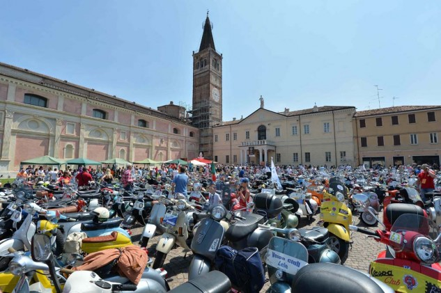 061614-vespa-world-days-parade-05