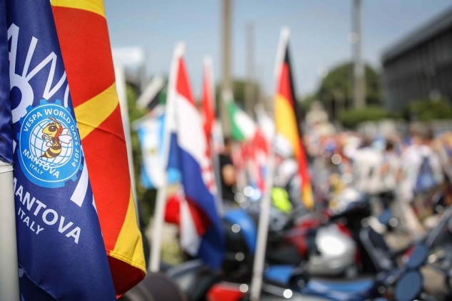061614-vespa-world-days-parade-09