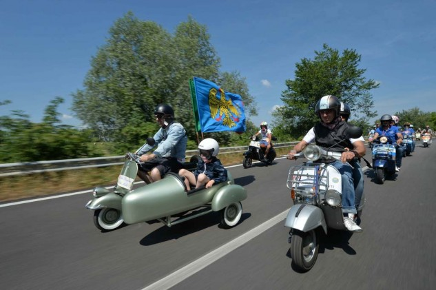 061614-vespa-world-days-parade-11