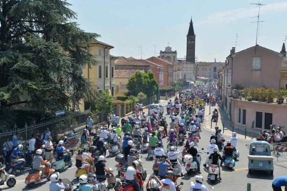 061614-vespa-world-days-parade-14