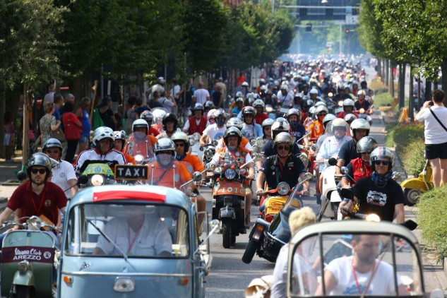 061614-vespa-world-days-parade-16