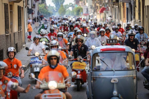 061614-vespa-world-days-parade-21