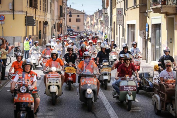 061614-vespa-world-days-parade-22