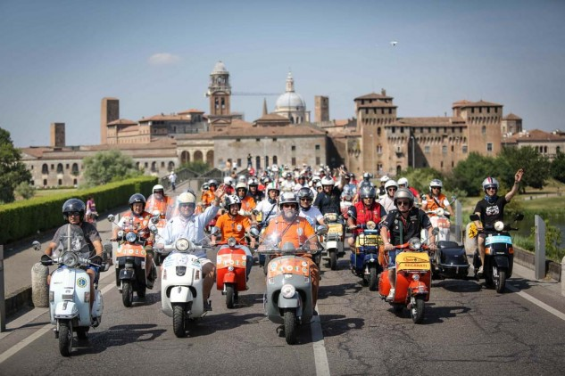 061614-vespa-world-days-parade-27