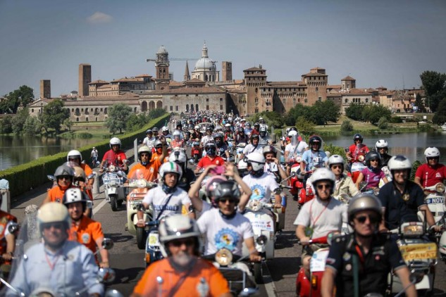 061614-vespa-world-days-parade-28