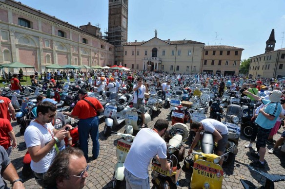 061614-vespa-world-days-parade-30