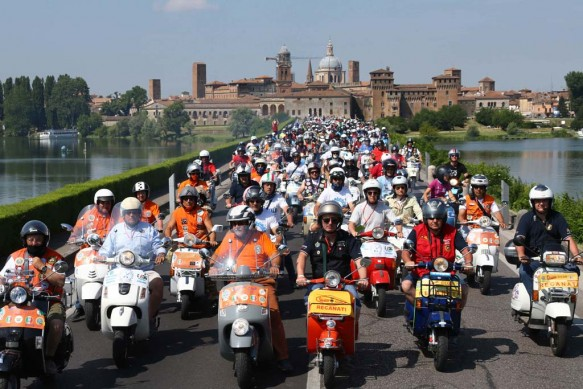 061614-vespa-world-days-parade-31