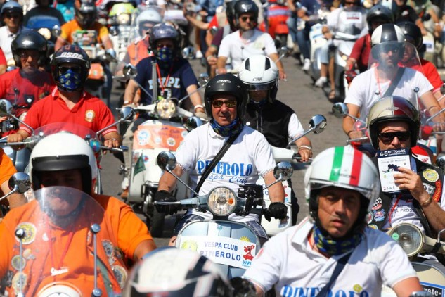061614-vespa-world-days-parade-36