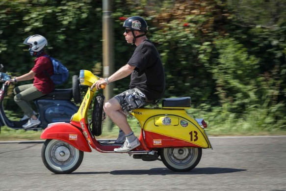 061614-vespa-world-days-parade-37