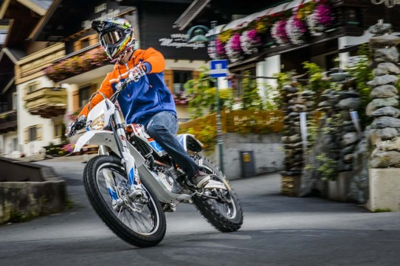 092214-2015-93360_KTM_Freeride_E_Action