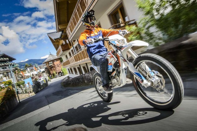 092214-2015-93361_KTM_Freeride_E_Action