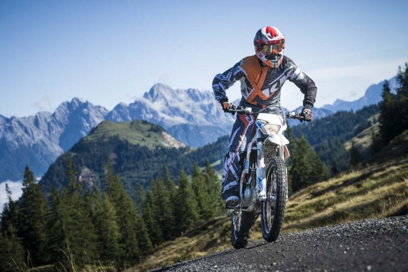 092214-2015-93387_KTM_Freeride_E_Action