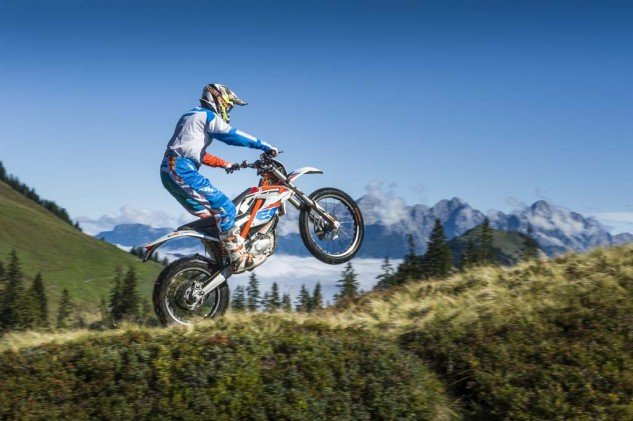 092214-2015-93391_KTM_Freeride_E_Action