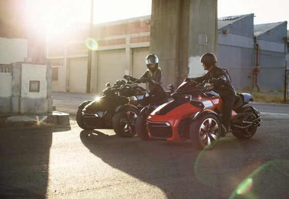 092414-2015-can-am-spyder-F3-S Blk-RedBlk_0906_15
