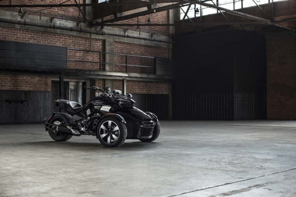 092414-2015-can-am-spyder-F3-S Blk_0577_15