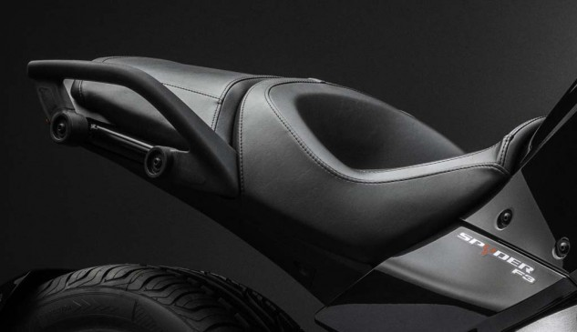 092414-2015-can-am-spyder-F3_Seat_15(1)