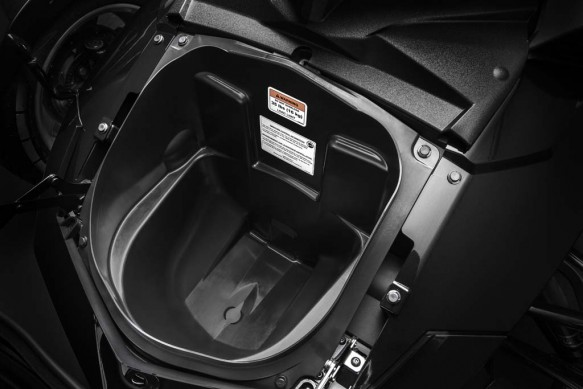 092414-2015-can-am-spyder-F3_Storage front_15