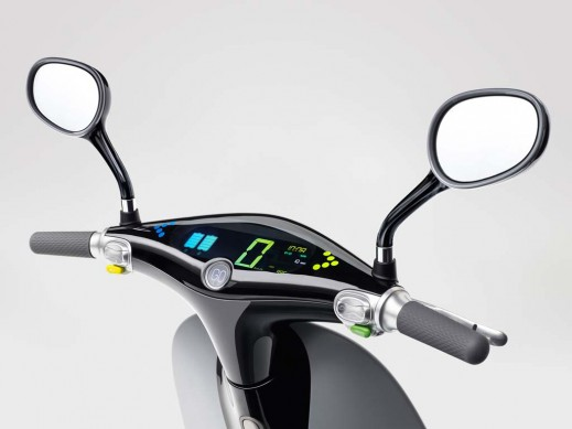 010514-Gogoro-Smartscooter-Dashboard-Tilt-View